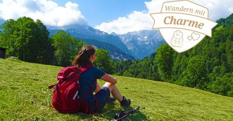 Wanderin mit Bergpanorama