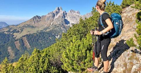 Verena mit Ausblick auf die Berggipfel