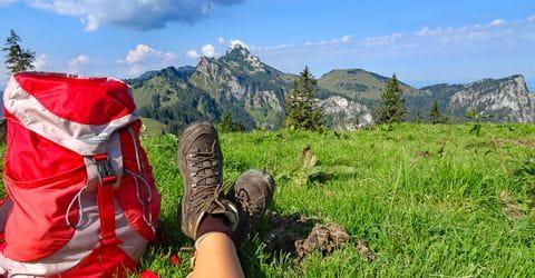 Wanderpause mit Blick auf die Chiemgauer Berge