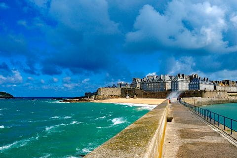 Nice hiking path over the sea to St.-Malo