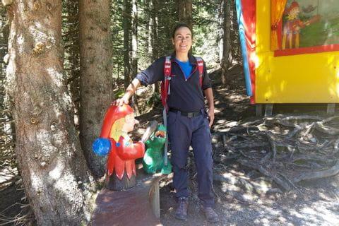 Christina mit Kasperl im Wald