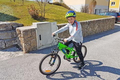 Julian beim Radfahren