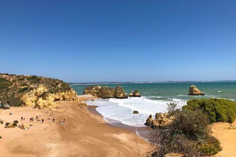 Sandstrand beim Wandern ohne Gepäck an der Algarve