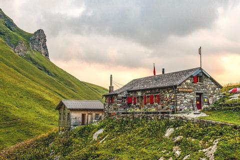 Rotstockhütte am Fuße des Schilthorns