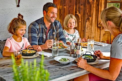 Family eating Pinzgau delicacies