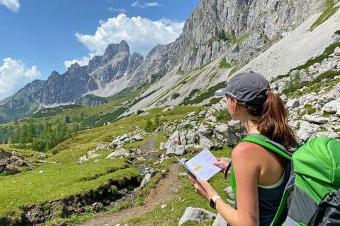 Wanderin am Dachstein-Höhenrundweg