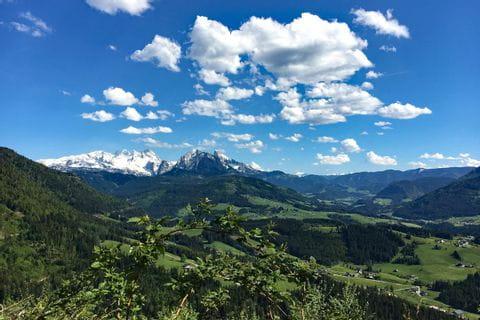 Weite Fernblicke auf die Majestät Dachstein