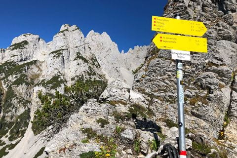 Signpost with a view of the Dachstein rock massif