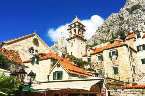 Kroatisches Dorf auf einer Insel