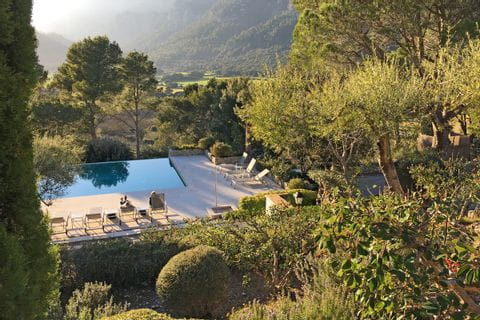 eurohike-walking-tours-mallorca-finca-son-palou-pool-view