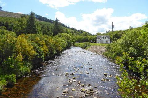 Landhaus an einem Bach in den Wicklow Mountains