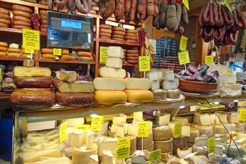 eurohike-walking-tours-mallorca-market-hall-mercatdelolivar-cheese-selection