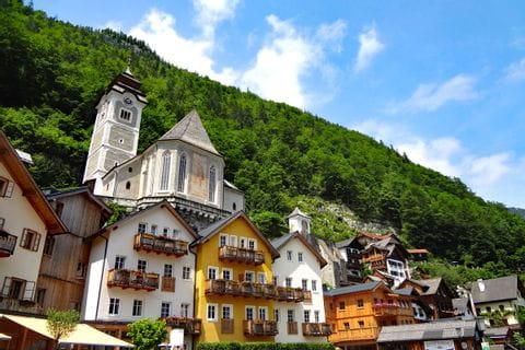Wanderhighlight Hallstatt samt den Häusern am Berg