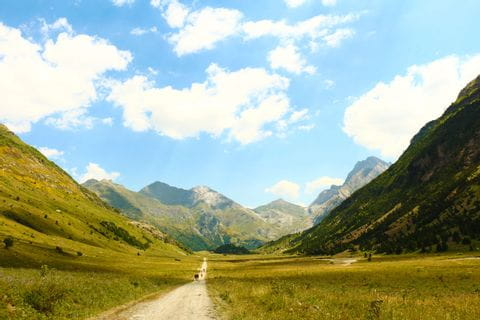 Hiking experience through the mountains of the Pyrenees