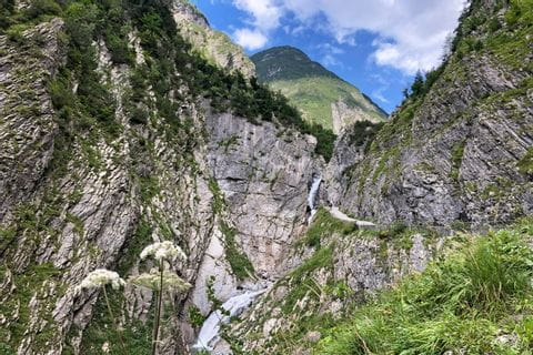 Hiking trail to Elbigenalp at Lech-Path