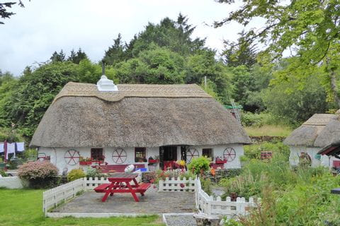 Traditional house at the hiking tour Ireland's Western Way
