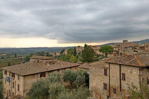 Aussicht auf die Hausdächer der Toskana