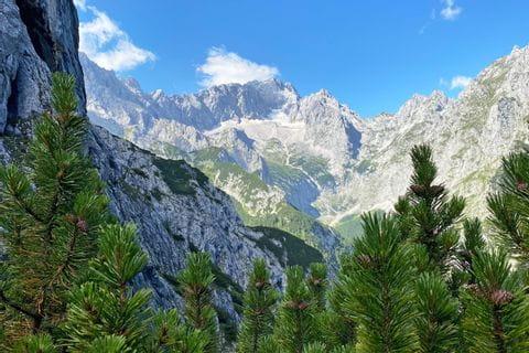 Ausblick auf die imposante Bergwelt
