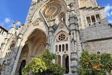 Historische Kathedrale in Soller