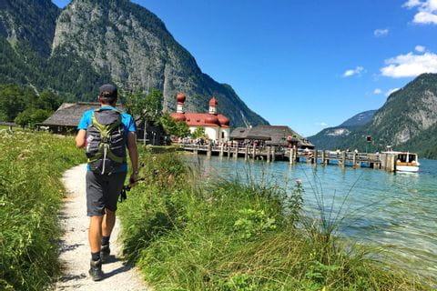 Wanderer am Königssee
