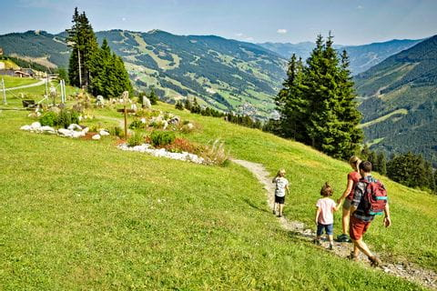 Family hike in Pinzgau