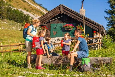 Family at hiking rest on the Genneralm