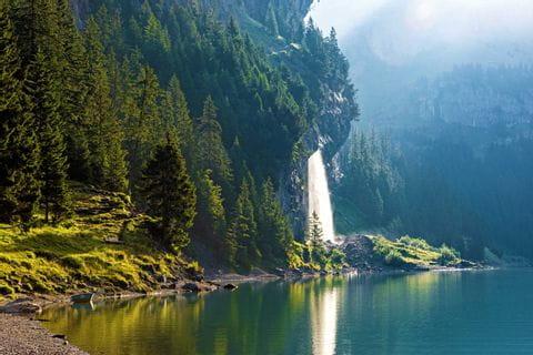Wasserfall am bezaubernden Oeschinensee