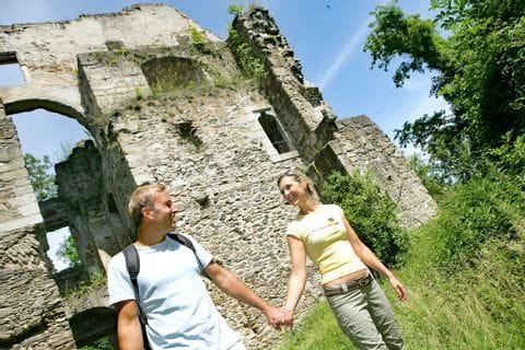 Wanderung entlang der Burgruine Schaunburg