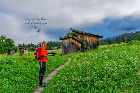 Wanderer auf der Wanderung rund um die Zugspitze