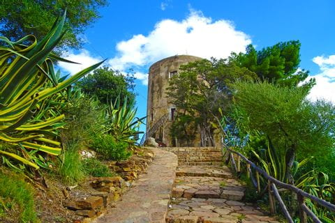Turm am Wanderweg nach Santa Maria Navarrese