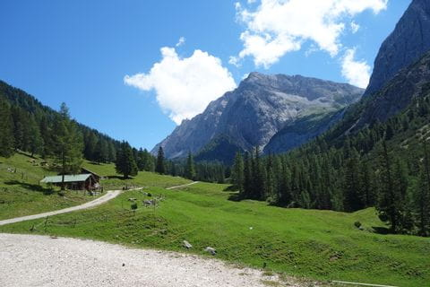 Beautiful hiking trails to the Halleranger Alm through the impressive mountain landscape