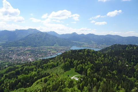 tolles Panorama beim Wandern auf den Riederstein, Blick Richtung Tegernsee/Bad Wiessee