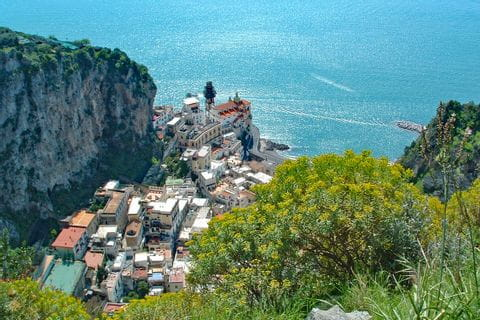 Walking routes along nice coastal villages on the Amalfi coast