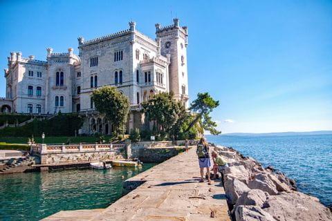 Schloss Miramare beim Wanderurlaub in Istrien