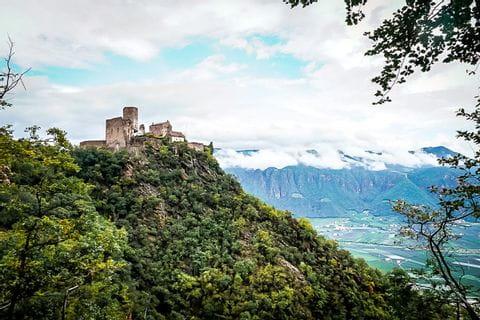 Ausblick auf die mittelalterliche Burg Hocheppan