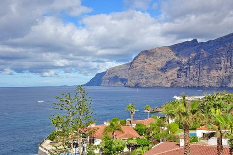 Panoramic view of the cliffs of Los Gigantes