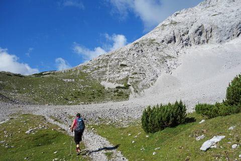 Martina auf dem Wanderweg zum Lafatscherjoch