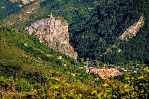 Stadtblick beim Wandern in den Gorges du Verdon