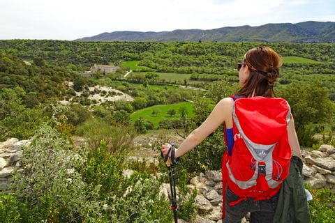 Idyllic views to castle Buoux and the green hills of the Grand Luberon during the hike