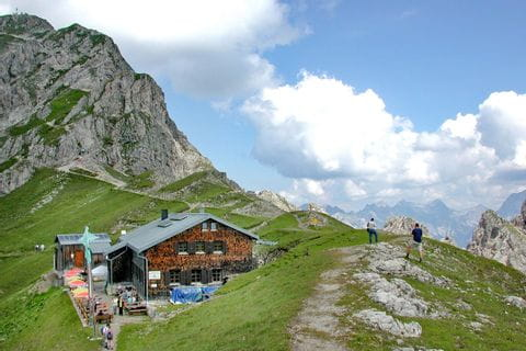 Hiking on the trans Tyrol path with overnights in huts