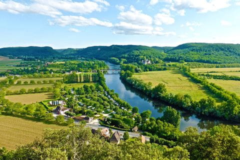 Walking paths always with beautiful view to river Dordogne