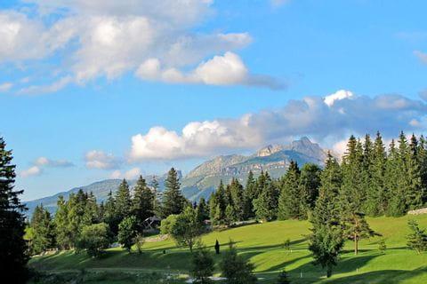 Die schöne Landschaft und das Wanderpanorama genießen