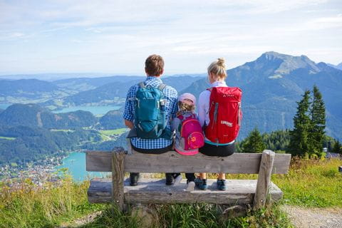 Hiking rest with a view of the lake in the Salzkammergut