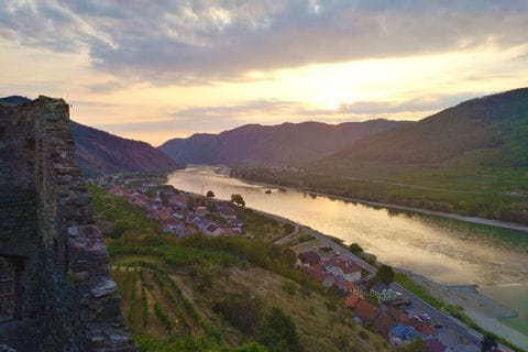 Sonnenaufgang uerber Spitz an der Donau