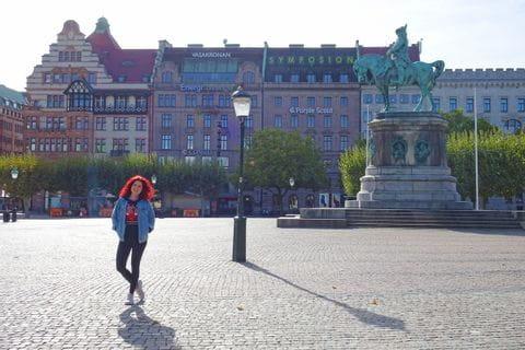 Wanderin in der Altstadt von Malmö
