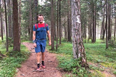 Walter auf einem Waldweg