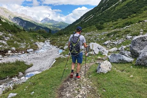 Walking through the riverbed of Lech river