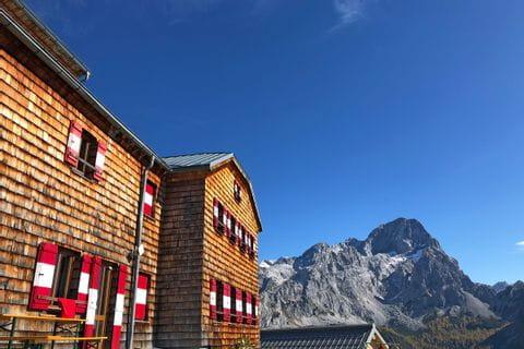 Hofpürglhütte at the foot of the Mountain ´Bischofsmütze´