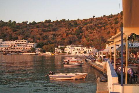 Der Hafen von Loutro am frühen Morgen