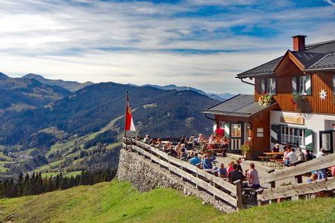 Hiking break at the Erichhütte
